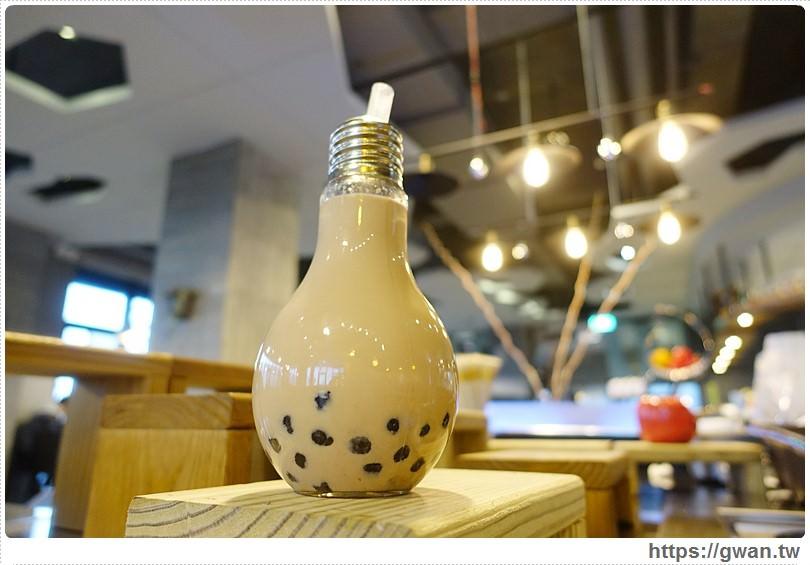 [宜蘭美食●蘇澳] 奇麗灣珍奶文化館 — 蘇澳新景點♪觀光工廠裡的超人氣燈泡珍奶☆