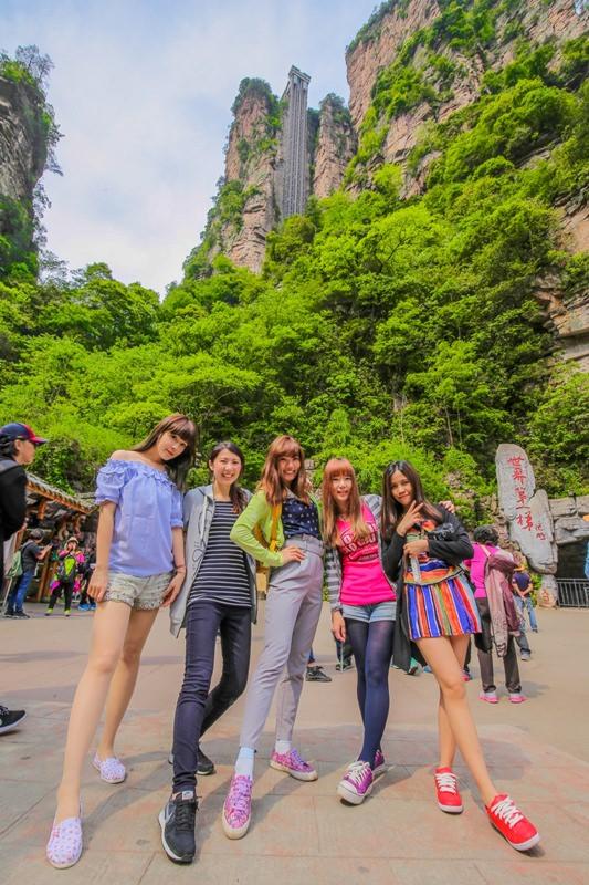 [中國景點●湖南張家界] 世界第一梯|百龍天梯 — 矗立山壁中,通往阿凡達哈利路亞懸浮山的透明戶外景觀電梯