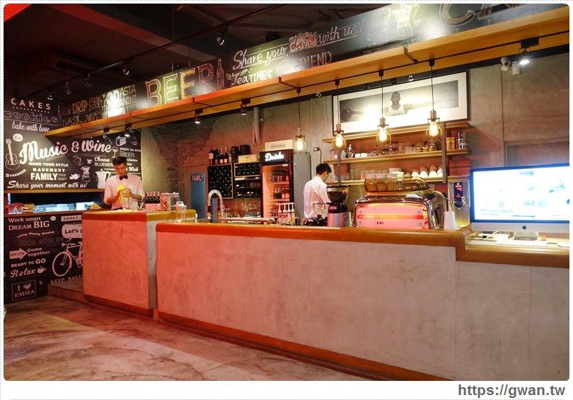 20160529162312 1 - 【熱血採訪】 Emma's Cafe 咖啡X餐酒館 — 營業到凌晨|不用飛表參道也能吃到排隊龍蝦堡♥新鮮活龍蝦,晚上7點限量販售