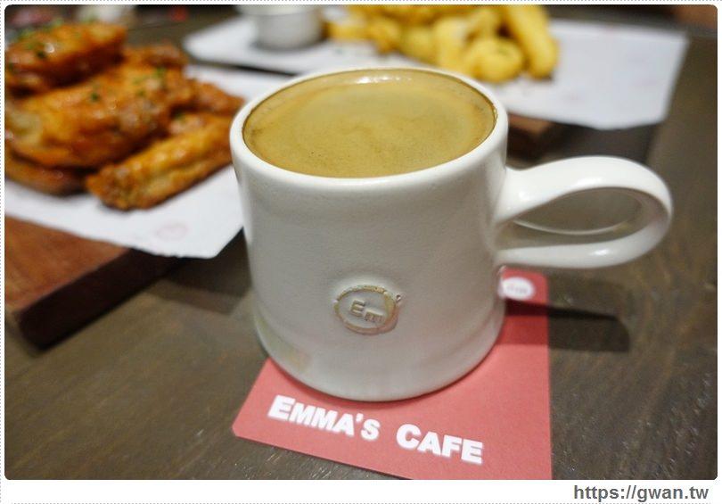 20160529162423 77 - 【熱血採訪】 Emma's Cafe 咖啡X餐酒館 — 營業到凌晨|不用飛表參道也能吃到排隊龍蝦堡♥新鮮活龍蝦,晚上7點限量販售