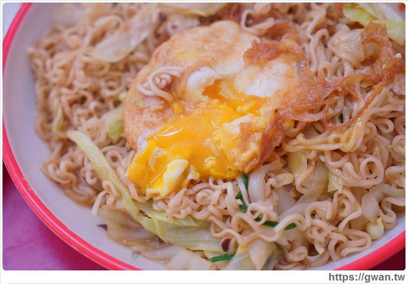 [金門美食●金湖] 米迪小吃 — 金門特色炒泡麵與金黃半熟蛋的邪惡組合