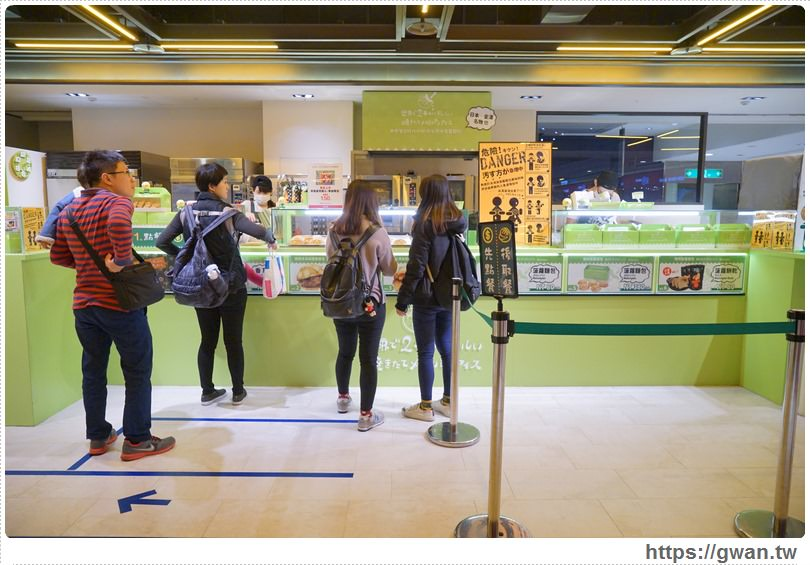 20170309163911 92 - 世界第二好吃的現烤冰淇淋波蘿麵包 — 季節限定草莓起司甜心