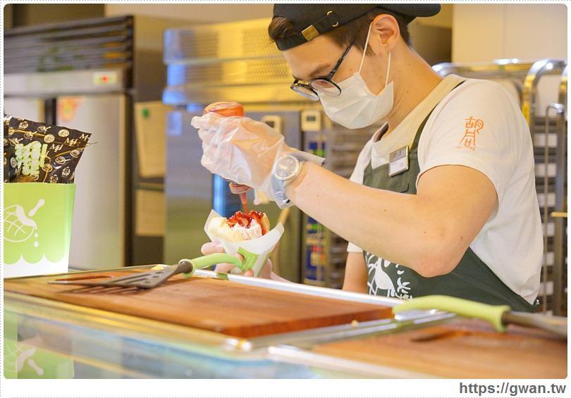 20170309163924 54 - 世界第二好吃的現烤冰淇淋波蘿麵包 — 季節限定草莓起司甜心