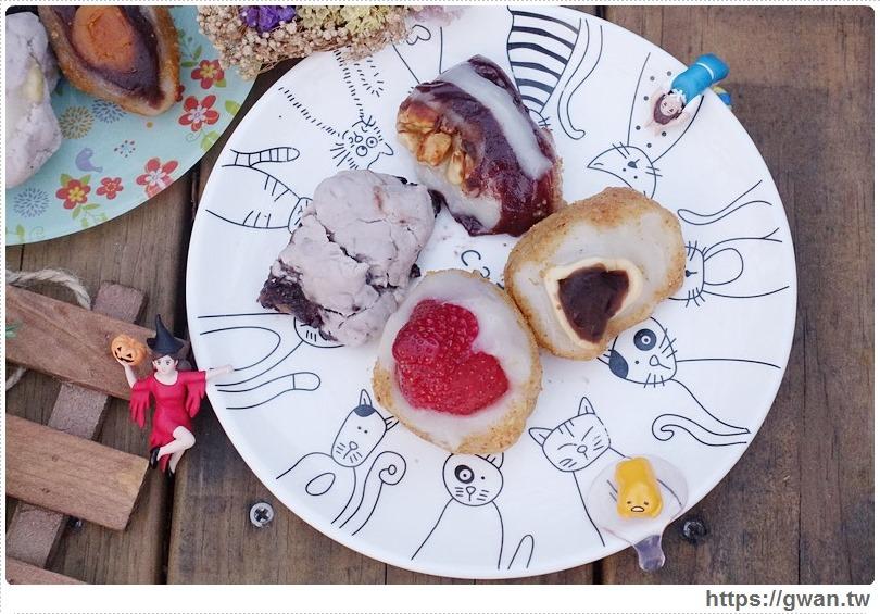 [捷運美食●南京復興站] 黑麻糬  遼寧美食街 — 包入整顆草莓的創意麻糬 | 超過30種口味現包人氣麻糬店