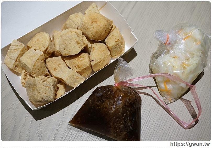 [高雄美食●忠孝夜市] 滿品香臭豆腐 — 史上最臭臭豆腐,醬料和泡菜份量超有誠意