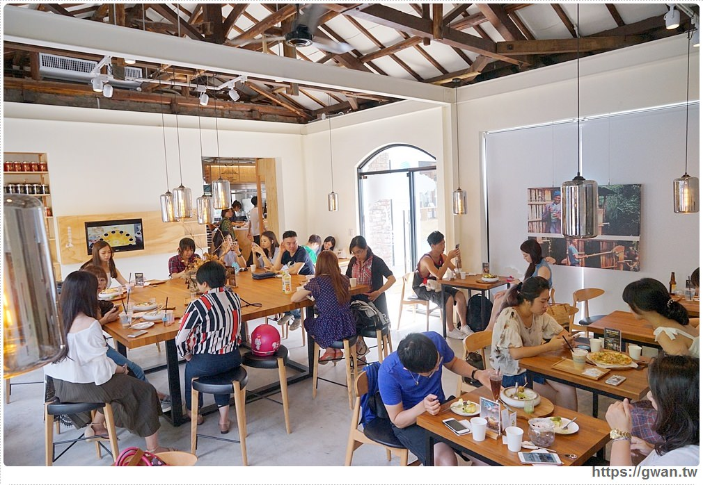 20170808221034 66 - 熱血採訪 | 成真咖啡 — 老屋裡喝超夢幻玫瑰咖啡,鐘樓愛人拍攝場景、台中好喝咖啡推薦