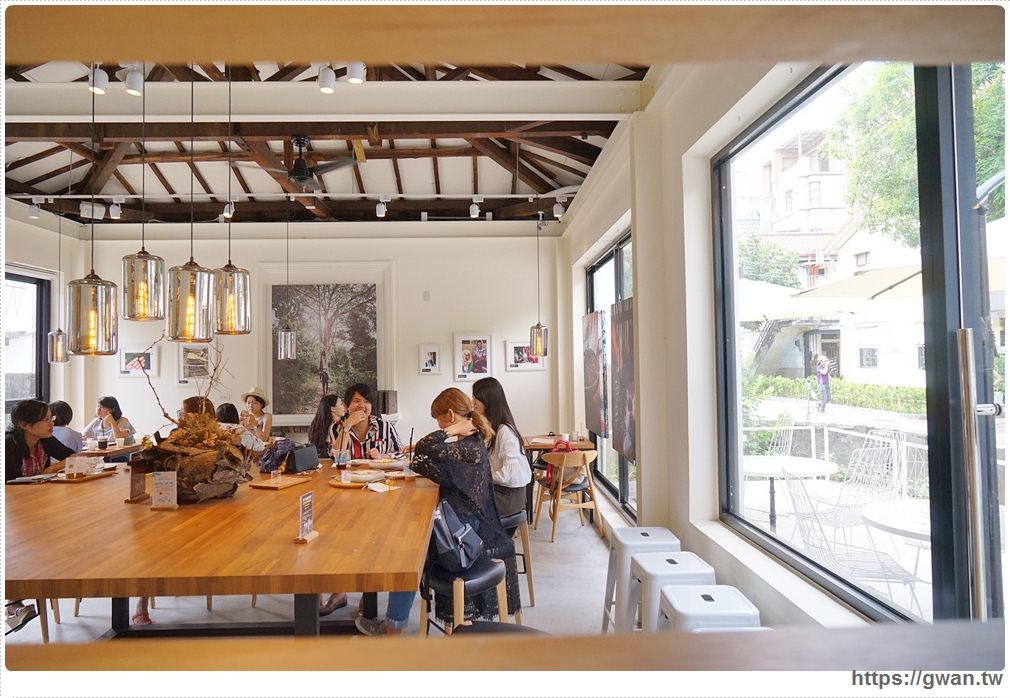 20170808221043 2 - 熱血採訪 | 成真咖啡 — 老屋裡喝超夢幻玫瑰咖啡,鐘樓愛人拍攝場景、台中好喝咖啡推薦