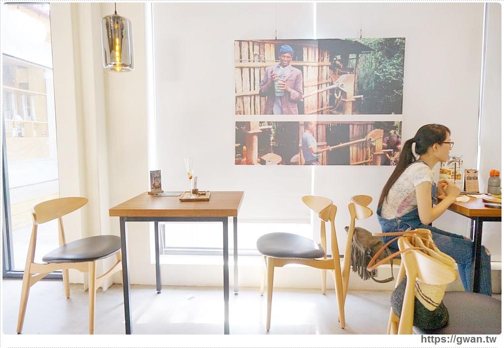 20170808221045 52 - 熱血採訪 | 成真咖啡 — 老屋裡喝超夢幻玫瑰咖啡,鐘樓愛人拍攝場景、台中好喝咖啡推薦