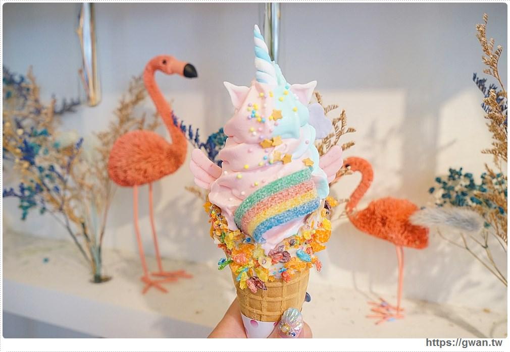 20171025221002 25 - 藍箱處— 台中也能吃到夢幻美人魚和獨角獸霜淇淋了!!