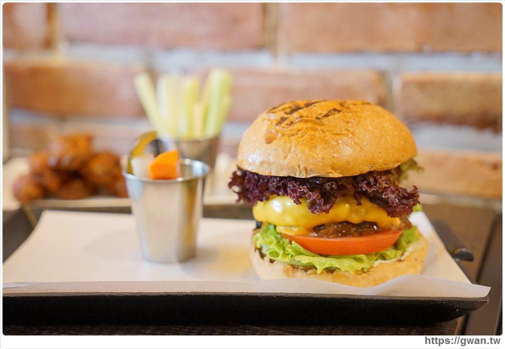 20171029211803 25 - 熱血採訪 | 紅盒子 LE ROUGE 新開幕 浮誇漢堡征服你的味蕾