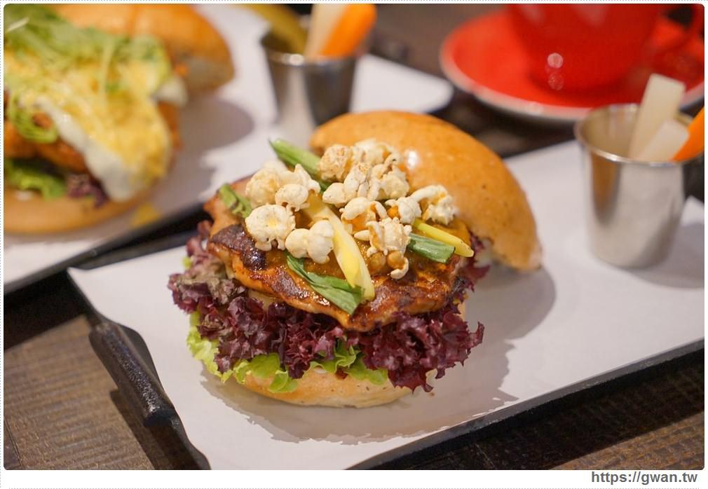20171029212014 74 - 熱血採訪 | 紅盒子 LE ROUGE 新開幕 浮誇漢堡征服你的味蕾