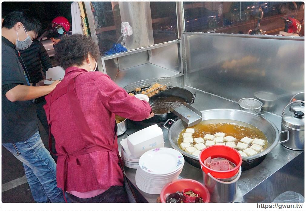 20171125095713 16 - 沒有店名、沒有名片但一位難求的超人氣麵店+臭豆腐
