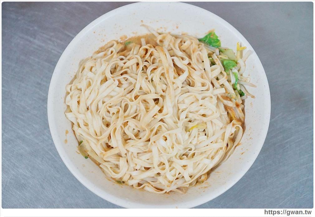 20171125095726 2 - 沒有店名、沒有名片但一位難求的超人氣麵店+臭豆腐
