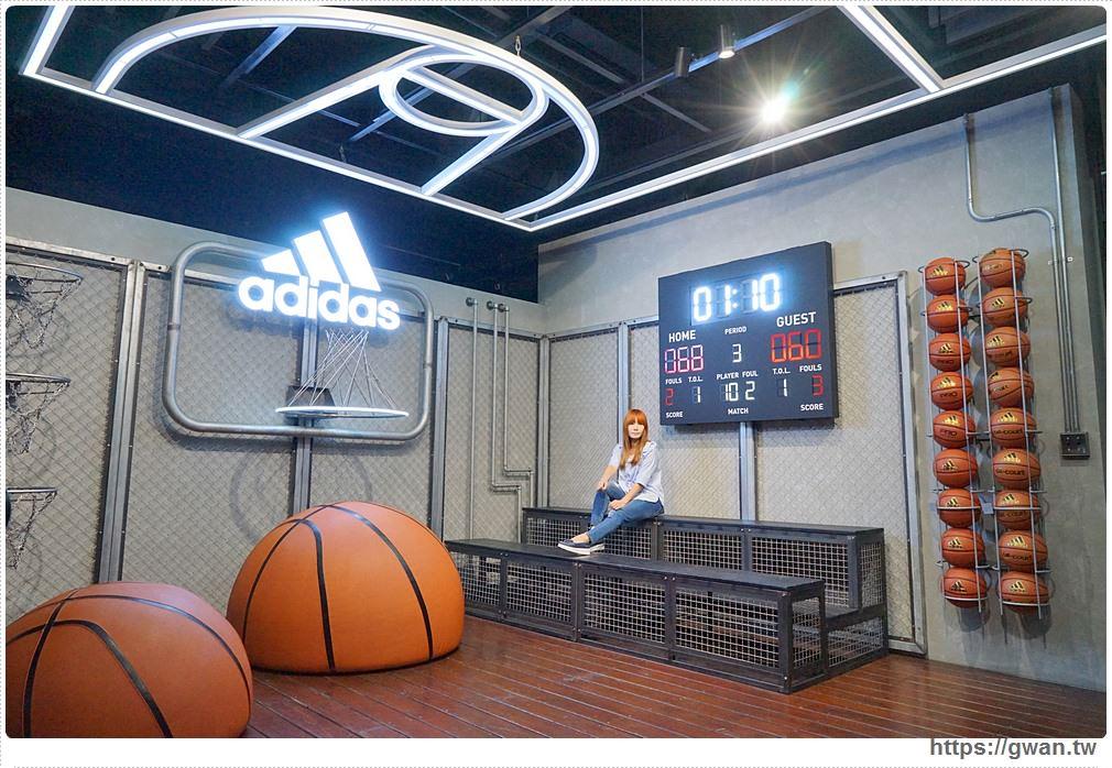 [台中景點●西區] 全新Adidas台中綠園道門市 | 顛倒籃球場、三片葉空中花園、藍色電話亭,IG打卡新景點