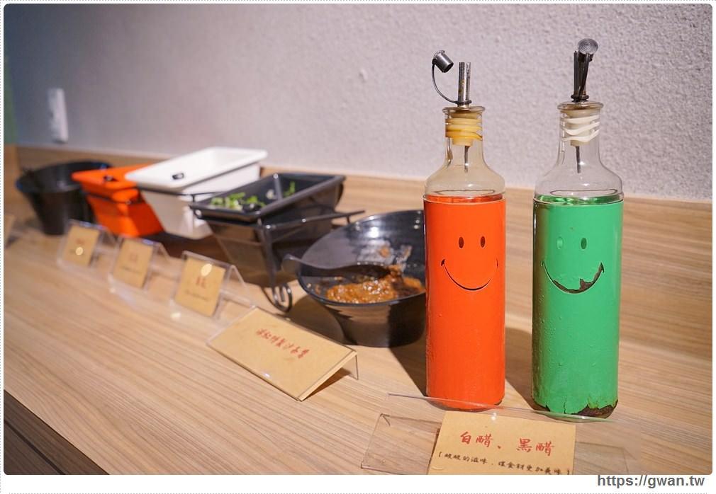 20171212015243 76 - 熱血採訪 | 深紅(昇鴻)汕頭鍋物,用餐人潮大爆滿,超霸氣龍蝦海鮮鍋與隱藏版