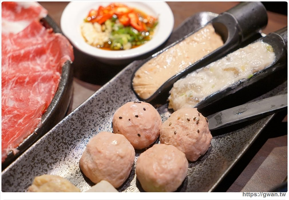 20171212015256 37 - 熱血採訪 | 深紅(昇鴻)汕頭鍋物,用餐人潮大爆滿,超霸氣龍蝦海鮮鍋與隱藏版
