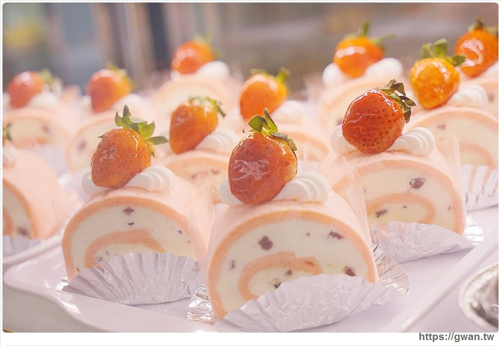 20171219183456 25 - 熱血採訪│逢甲碧根超隱密銅板價的限量草莓甜點店來囉!滿滿的草莓季就在瑞比庫克,還有幾間新開餐廳