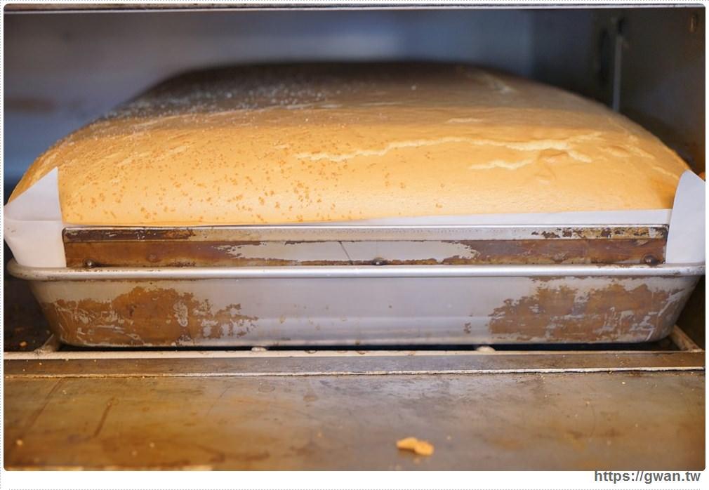 20171224193032 58 - 熱血採訪 | 雞蛋牛奶古早味蛋糕 — 現烤超彈潤蛋糕,每天還有不同隱藏版