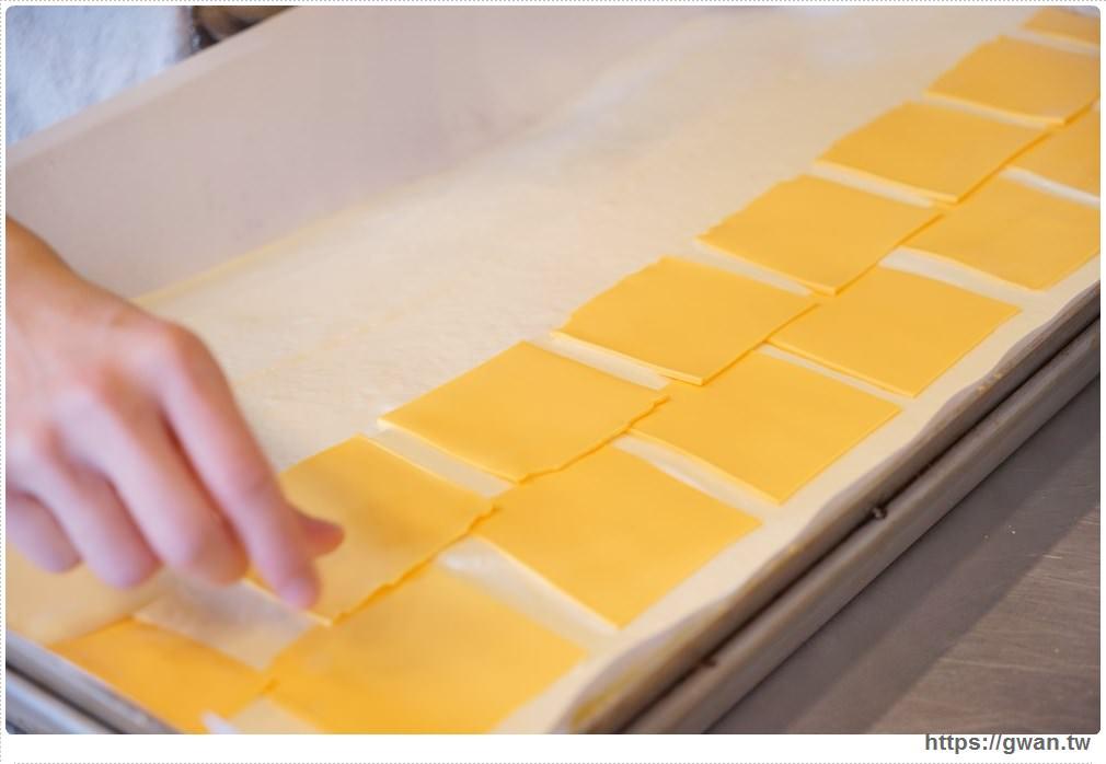 20171224193035 68 - 熱血採訪 | 雞蛋牛奶古早味蛋糕 — 現烤超彈潤蛋糕,每天還有不同隱藏版