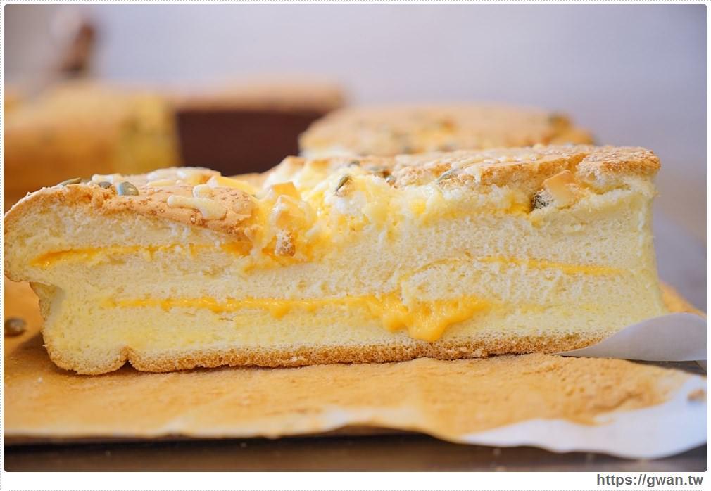 20171224193049 50 - 熱血採訪 | 雞蛋牛奶古早味蛋糕 — 現烤超彈潤蛋糕,每天還有不同隱藏版