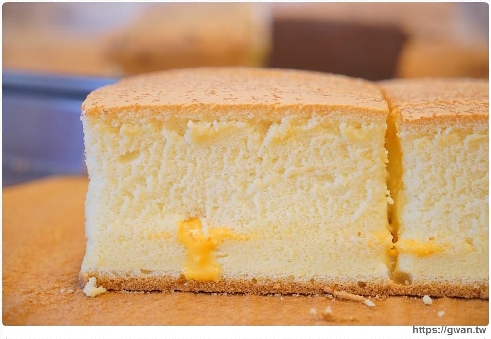 20171224193052 39 - 熱血採訪 | 雞蛋牛奶古早味蛋糕 — 現烤超彈潤蛋糕,每天還有不同隱藏版