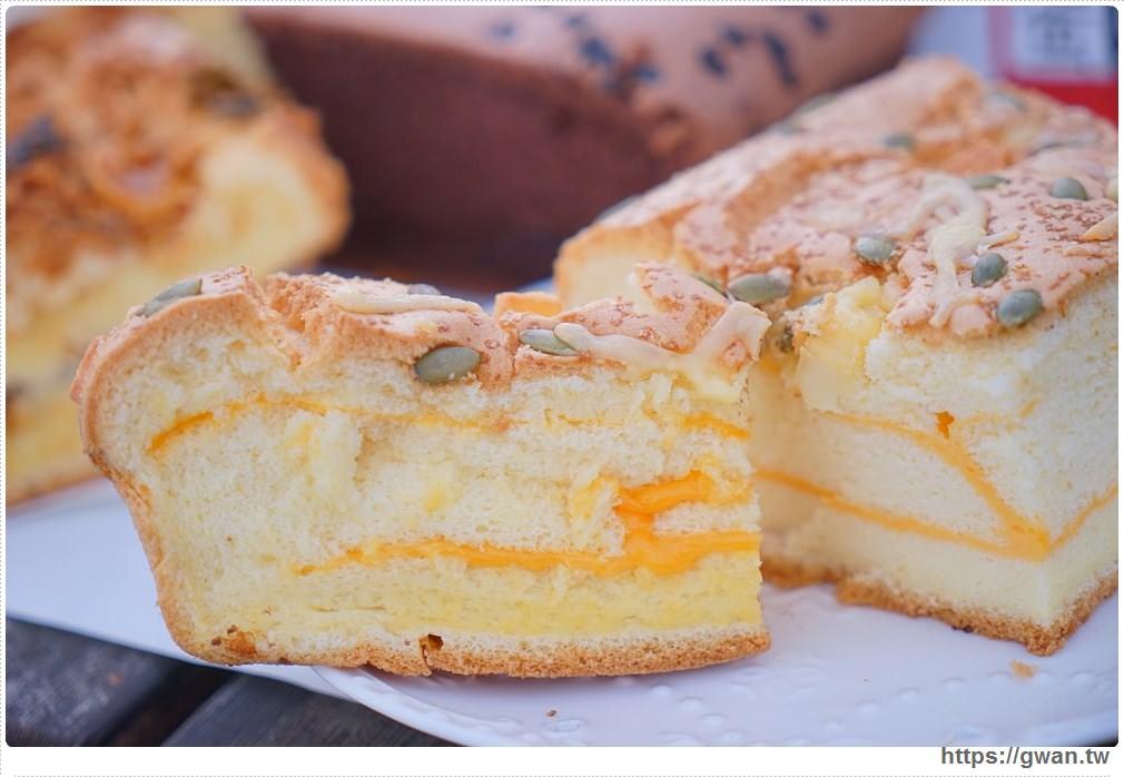 20171224193106 11 - 熱血採訪 | 雞蛋牛奶古早味蛋糕 — 現烤超彈潤蛋糕,每天還有不同隱藏版