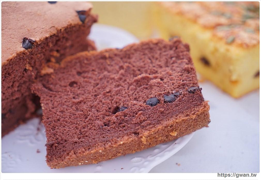 20171224225859 62 - 熱血採訪 | 雞蛋牛奶古早味蛋糕 — 現烤超彈潤蛋糕,每天還有不同隱藏版