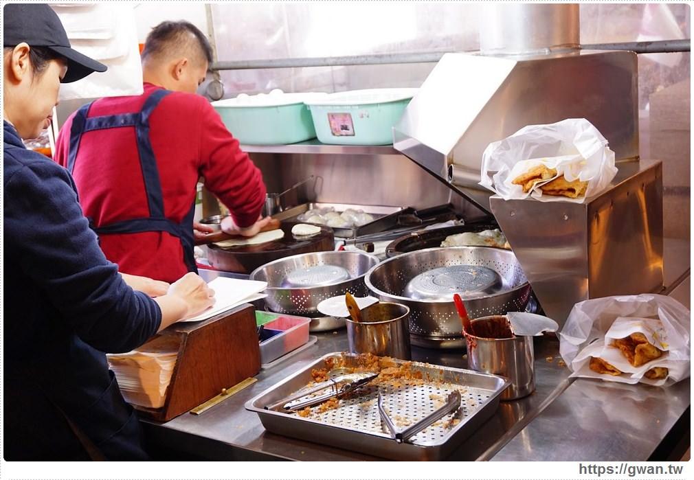 20180111131128 25 - 甲新炸蛋蔥油餅 — 隱藏市場裡的超人氣蔥油餅