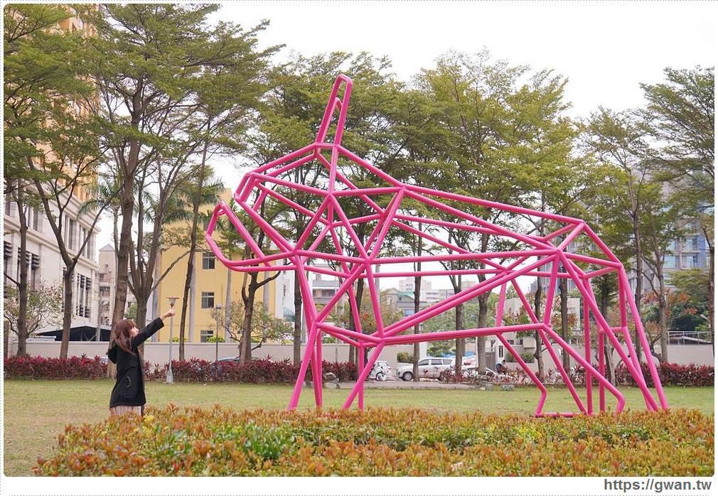 20180221232021 44 - 狗年旺旺最應景~6.5公尺粉紅法鬥犬,綠園道打卡新地標
