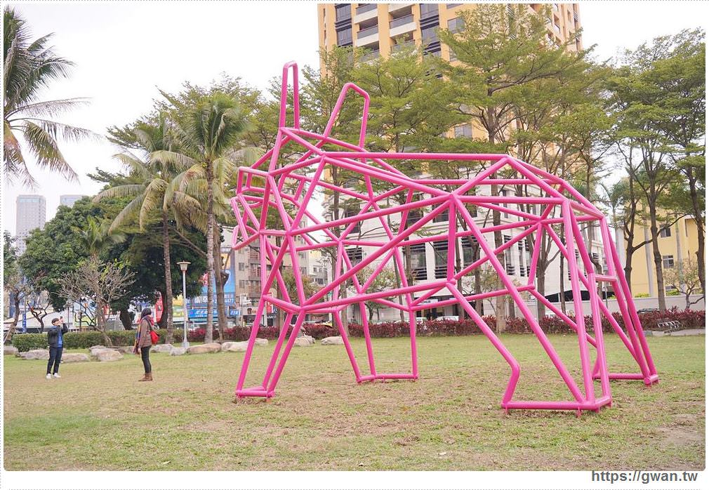 20180221232041 94 - 狗年旺旺最應景~6.5公尺粉紅法鬥犬,綠園道打卡新地標