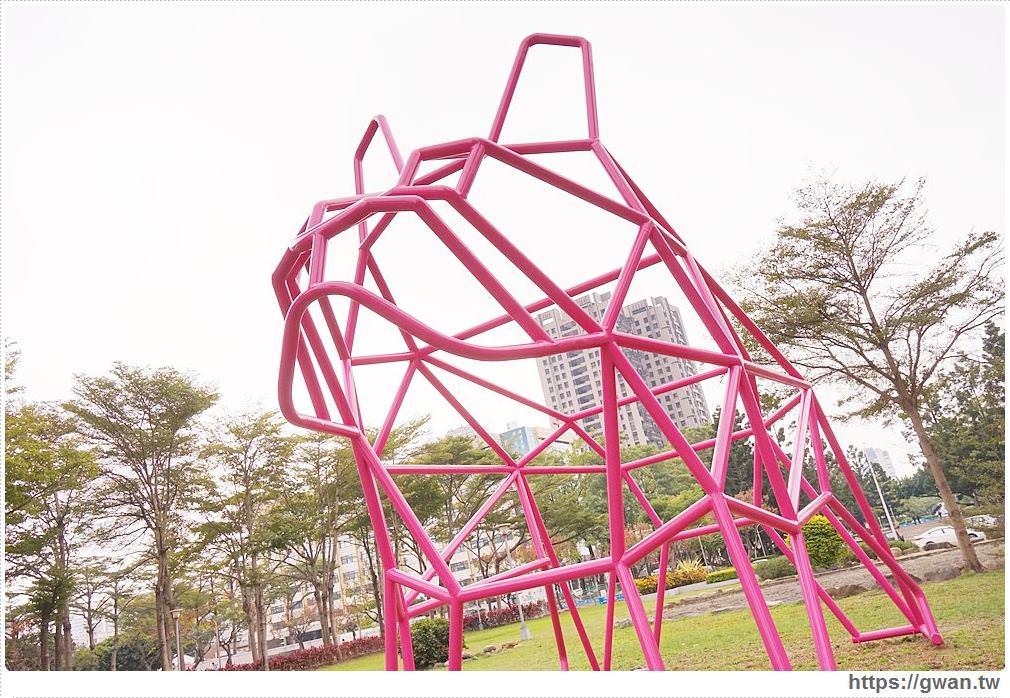 20180221232048 97 - 狗年旺旺最應景~6.5公尺粉紅法鬥犬,綠園道打卡新地標