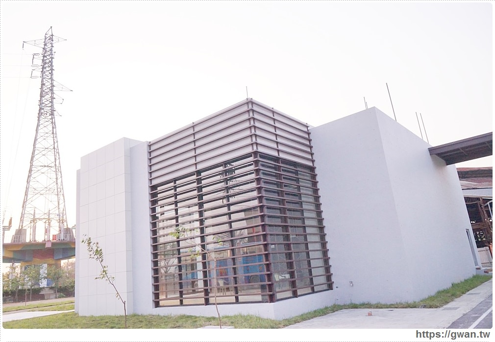 20180317115853 67 - 神秘白色建築原來是星巴克,即將於烏日吊橋旁開幕!