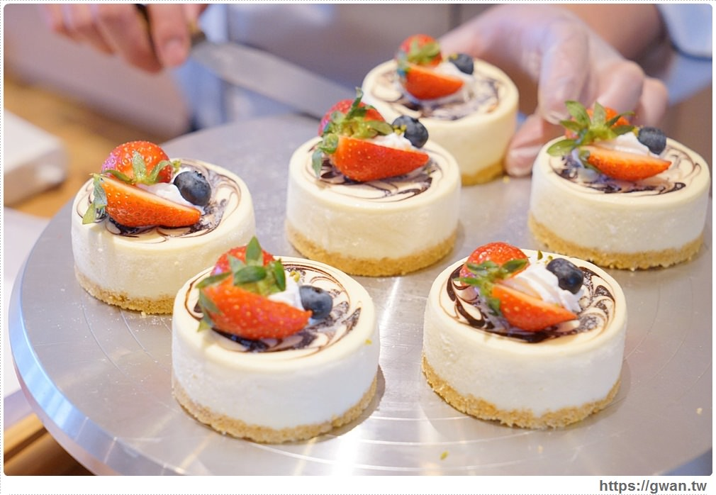 20180325234717 72 - 熱血採訪 | 卷卷蛋糕實體門市新開幕,買甜點送飲料,位置偏遠人潮卻不少