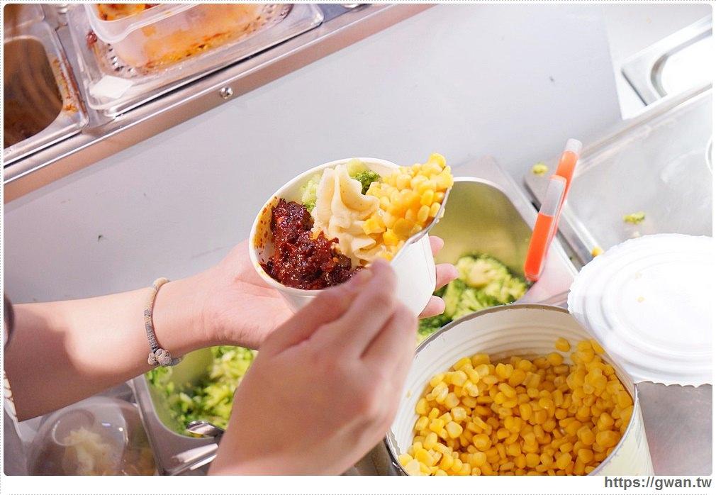 20180330231001 89 - 熱血採訪 | 逢甲夜市創意排隊美食,霜淇淋造形的綿細馬鈴薯
