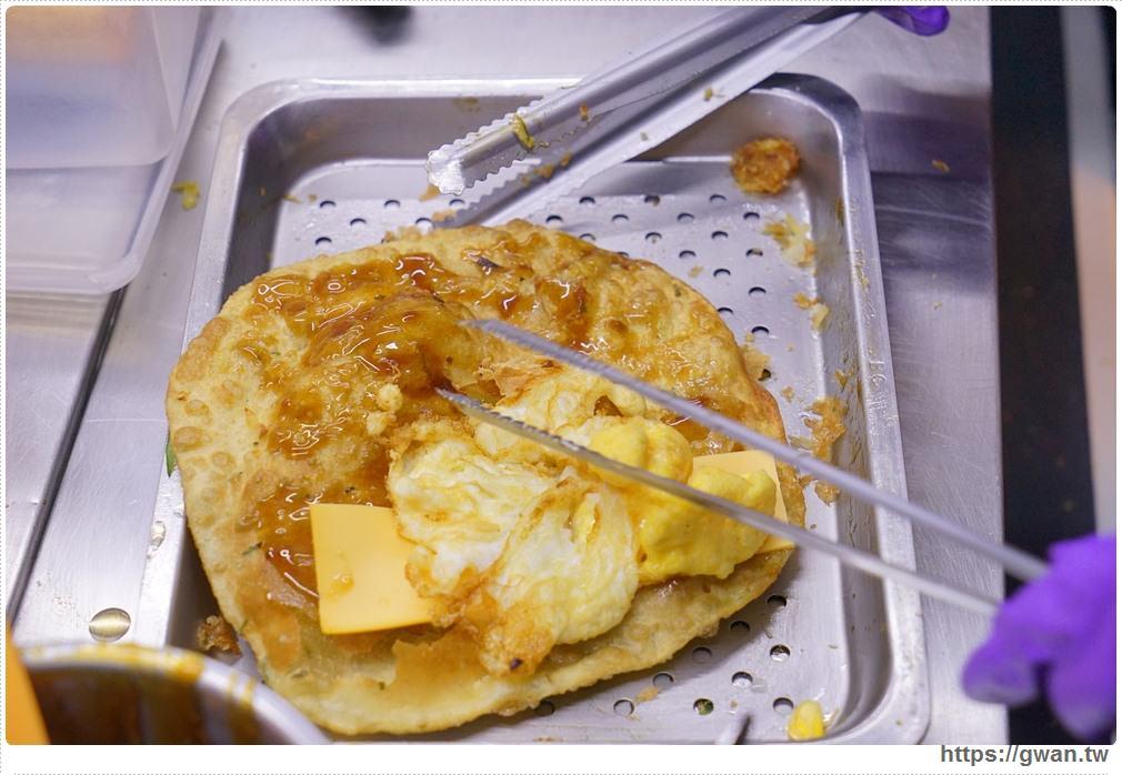 20180409010318 86 - 旱溪夜市幸運炸蛋蔥油餅 | 現揉現炸需要小排隊,起司蔥油餅你吃過嗎?