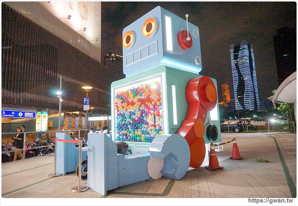 台中最新拍照景點 | 全台第一座機器人扭蛋機來台中囉!!