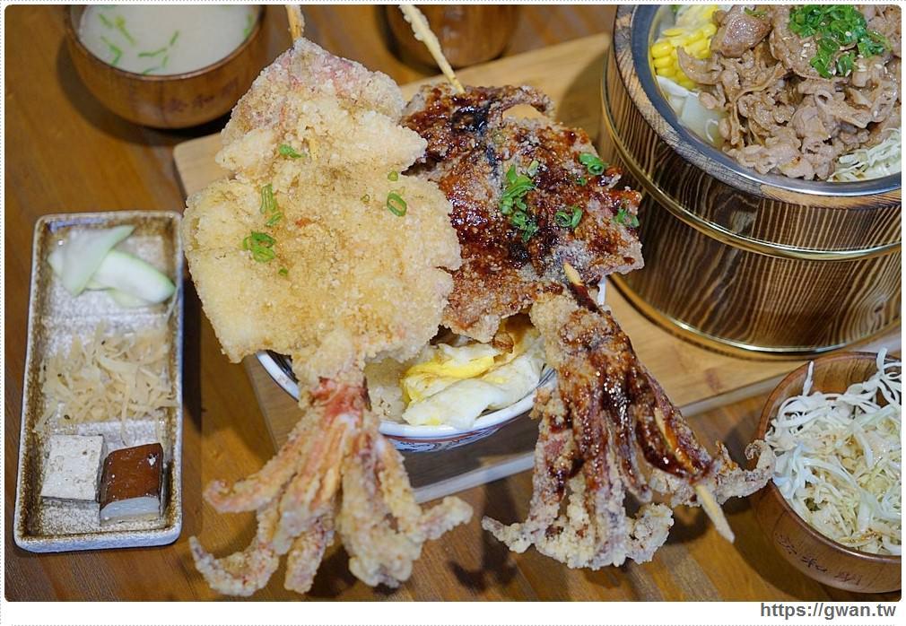 安和明肉食主義 | 台中超浮誇丼飯,兩隻鮮魷讓你看不到底下白飯,牛肉片堆成小山