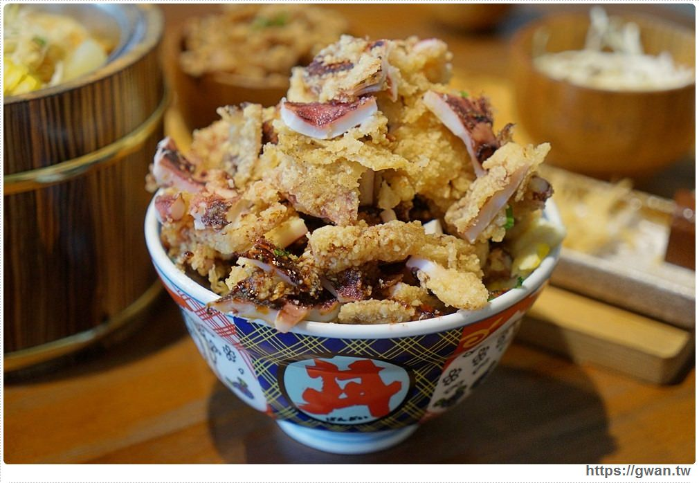 20180927193901 81 - 熱血採訪 | 台中超浮誇丼飯,兩隻鮮魷讓你看不到底下白飯,牛肉片堆成小山