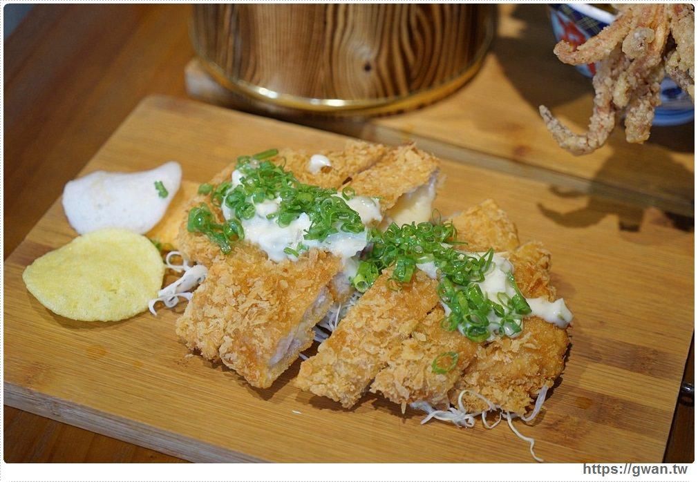 20180927193904 96 - 熱血採訪 | 台中超浮誇丼飯,兩隻鮮魷讓你看不到底下白飯,牛肉片堆成小山