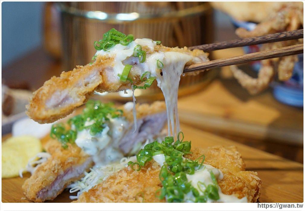 20180927193905 4 - 熱血採訪 | 台中超浮誇丼飯,兩隻鮮魷讓你看不到底下白飯,牛肉片堆成小山