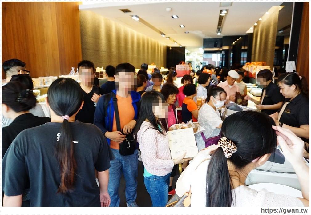 台南伴手禮 葡吉麵包店 | 史上最誇張麵包店,居然出動警衛維持秩序,招牌羅宋真的好好吃!!