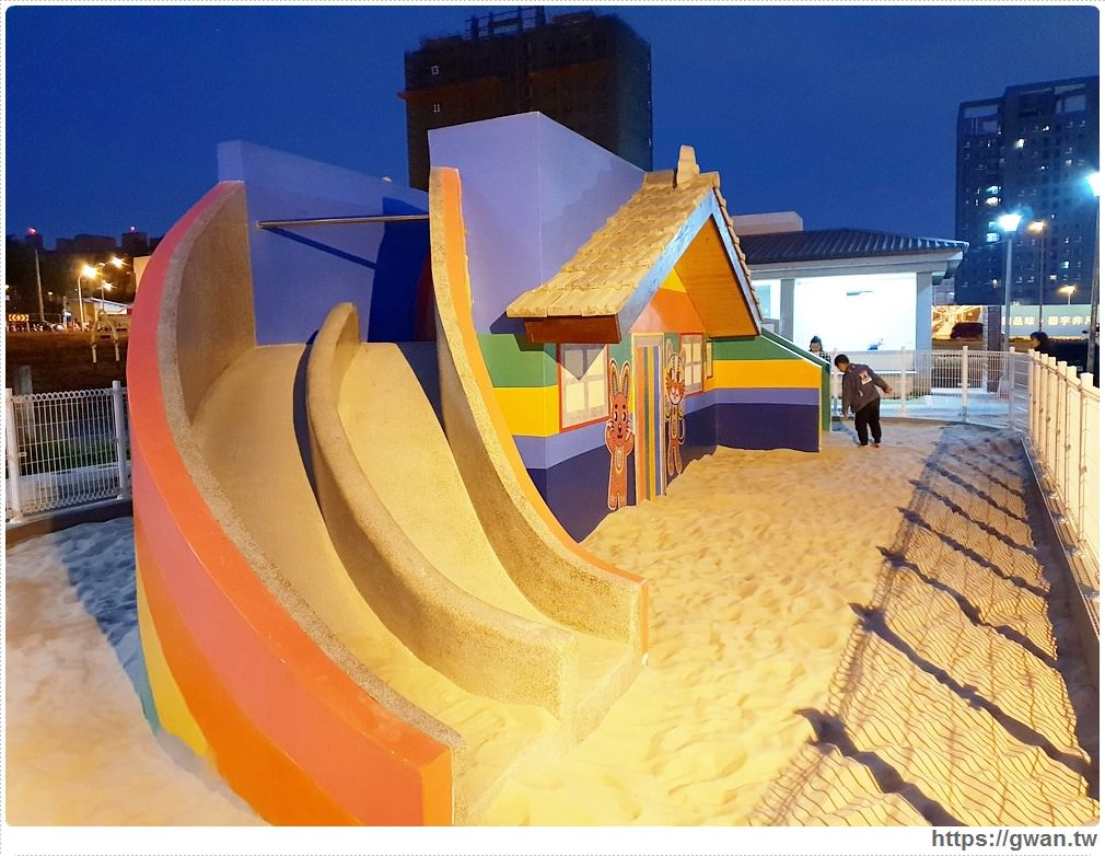 20190224225912 14 - 夜間版彩虹眷村你來過嗎??現在還有新的彩虹溜滑梯和沙坑呦~