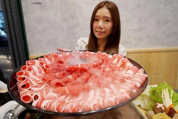 不敢相信!瀧厚鍋物東山店,平日只要99元就能吃三種和牛!挑戰大胃王成功再賺500元