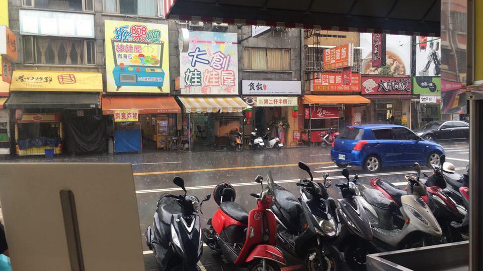 公佈了!!台中大慶夜市今晚確定開幕,大家會冒雨去逛夜市嗎?