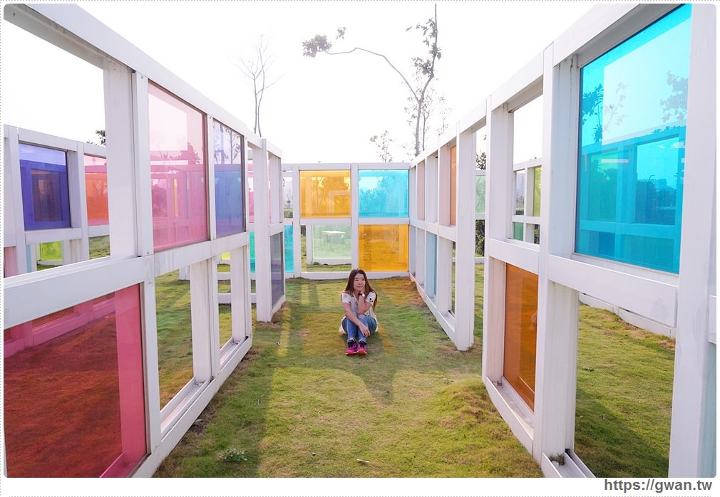 台中彩色玻璃迷宮 水湳普普風濾色地景裝置藝術