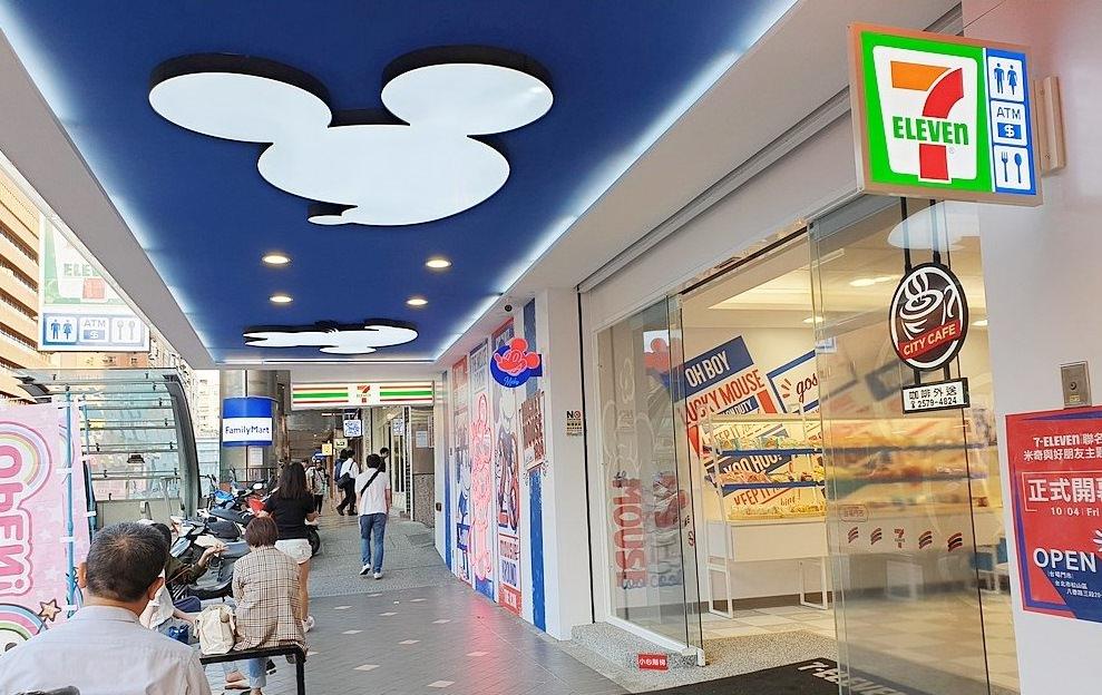 7-11最新聯名商店~米奇與好朋友主題店!經典迪士尼風格,米奇控快朝聖~