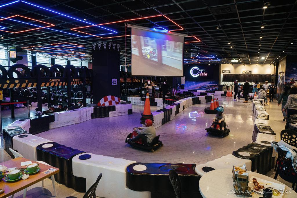 全台首間甩尾卡丁車主題餐廳,Crazy Cart Cafe佔地百坪室內賽車場,消費350元就可免費玩車!