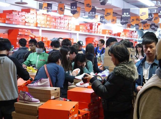 台中日曜天地NIKE展示鞋清倉會,全國獨賣僅次一場!限時10天,入場資格這裡領~