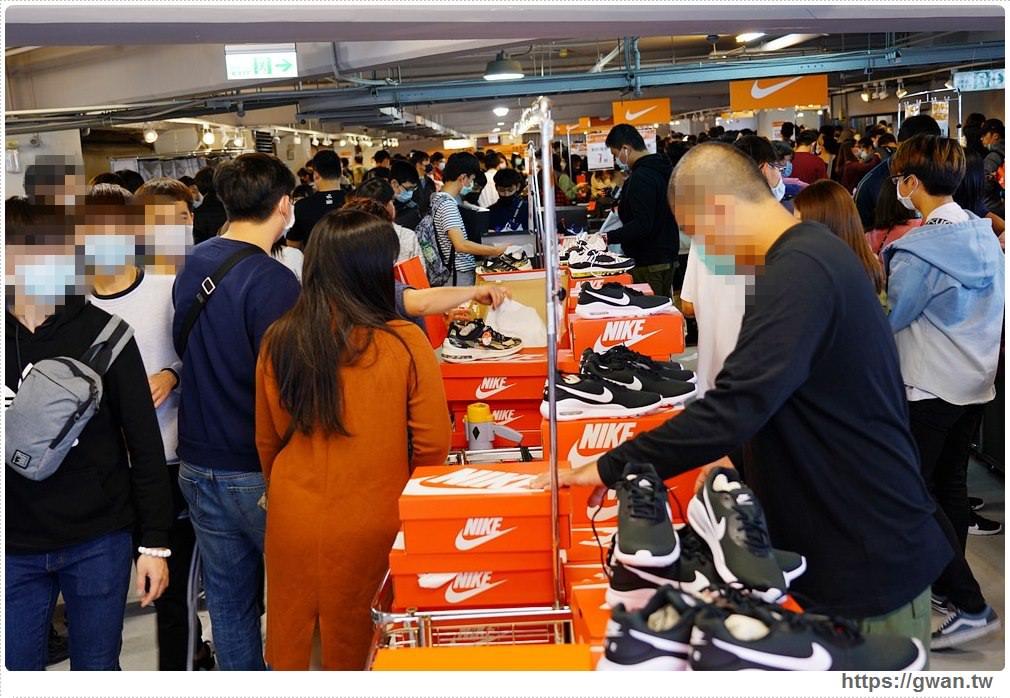 20200215141605 77 - 熱血採訪|全台獨家NIKE展示鞋清倉會在台中!人潮擠爆近200坪賣場,滿額還有星巴克買一送一