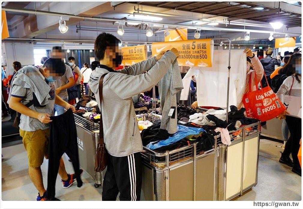 20200215141616 47 - 熱血採訪|全台獨家NIKE展示鞋清倉會在台中!人潮擠爆近200坪賣場,滿額還有星巴克買一送一